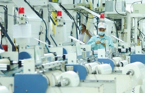Standard Chartered tiếp tục hạ dự báo tăng trưởng của Việt Nam