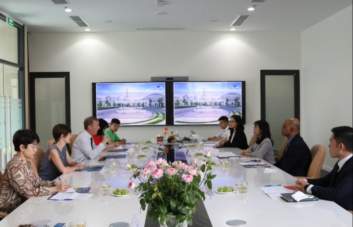 Vương Quốc Anh cam kết hỗ trợ Việt Nam phát triển năng lượng tái tạo