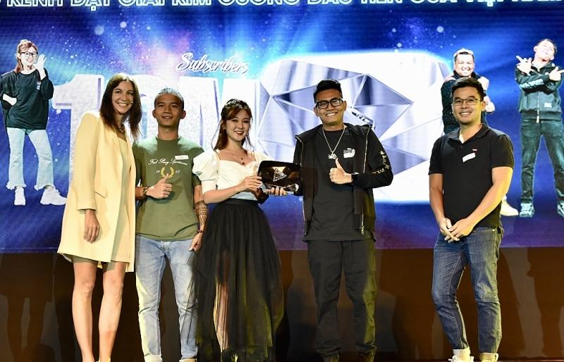 YouTube Việt đầu tiên nhậngiải thưởng Ngườisáng tạo kim cương