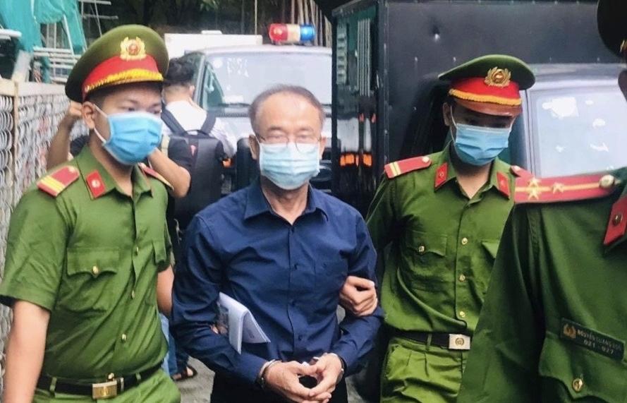 """Nguyên Phó Chủ tịch UBND TPHCM thừa nhận ký các quyết định không đúng pháp luật trong vụ """"đất vàng"""" Lê Duẩn"""