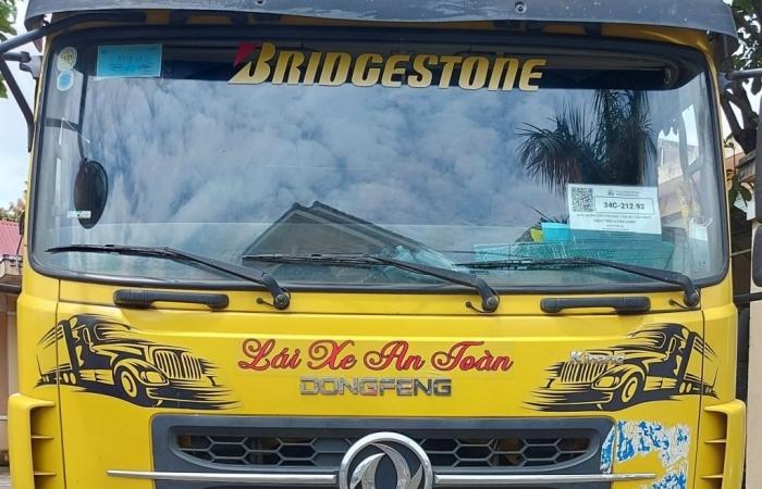 Gia Lai: Xe luồng xanh vận chuyển 2.000 đôi găng tay nhập lậu