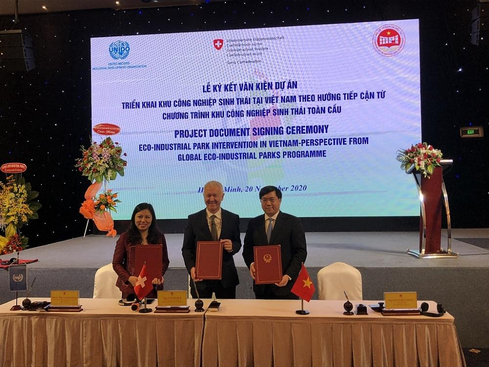 Lễ ký kết dự án phát triển khu công nghiệp sinh thái tại Việt Nam