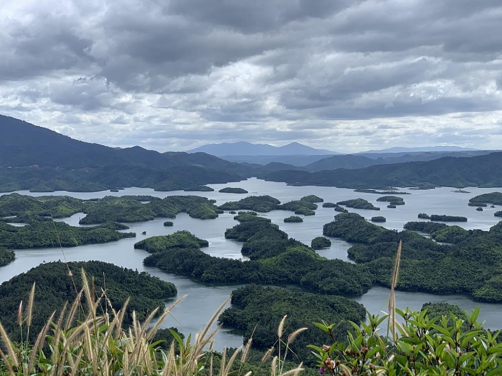 Vẻ đẹp hồ Tà Đùng thuộc quần thể Công viên địa chất toàn cầu Đắk Nông