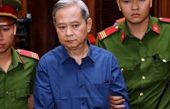 Nguyên Phó Chủ tịch UBND TPHCM Nguyễn Hữu Tín cùng 4 thuộc cấp hầu toà