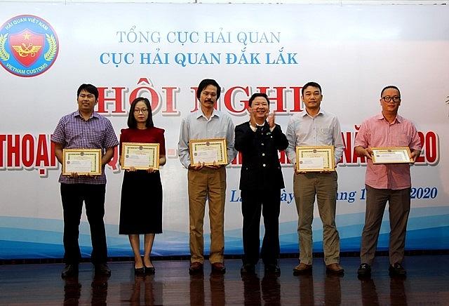 Cục Hải quan Đắk Lắk khen thưởng các doanh nghiệp thực hiện tốt chính sách, pháp luật hải quan năm 2019-2020