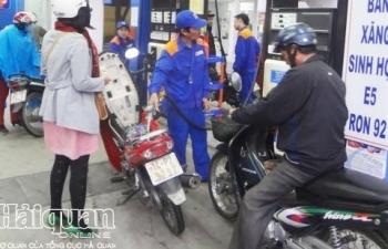 Giá xăng giảm sâu, cửa hàng bán lẻ lập tức treo biển hết xăng