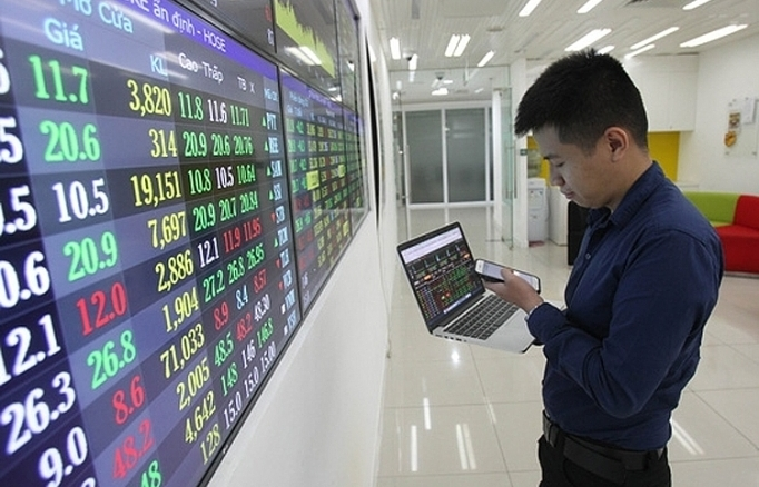 Làm rõ giá tham chiếu và biên độ giao dịch của cổ phiếu chuyển sàn