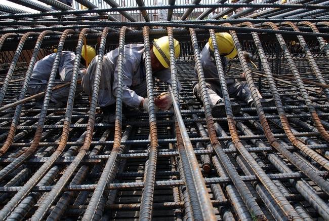 Giá thép tăng đột biến, Hiệp hội Nhà thầu xây dựng kêu cứu