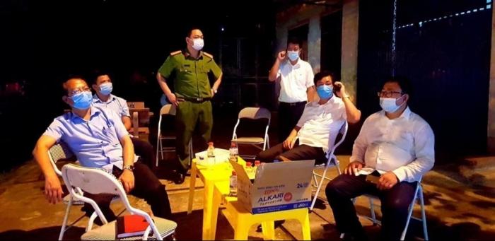 Vĩnh Phúc họp khẩn trong đêm, quyết định cách ly xã hội toàn TP Vĩnh Yên từ 0h00' ngày 7/5