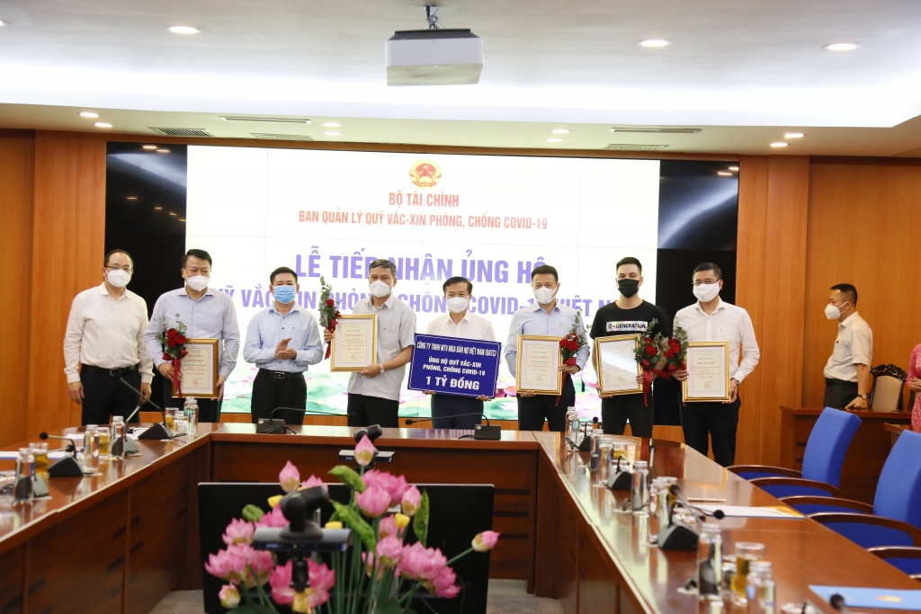 Bộ Tài chính tổ chức Lễ tiếp nhận ủng hộ Quỹ vắc xin phòng, chống Covid-19