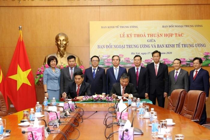 Ban Kinh tế Trung ương ký kết thoả thuận hợp tác với Ban Đối ngoại Trung ương
