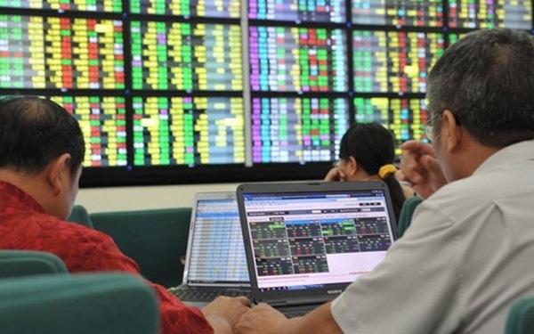 Thanh khoản thị trường cổ phiếu niêm yết trên HNX tăng hơn 40%