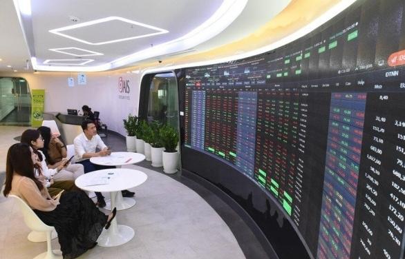 16 cổ phiếu chuẩn bị chuyển giao dịch trở lại trên HoSE