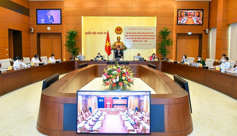 Chủ tịch Quốc hội Vương Đình Huệ chủ trì cuộc họp trực tuyến của Hội đồng Bầu cử Quốc gia sáng 18/5.  Ảnh: Nhật Bắc