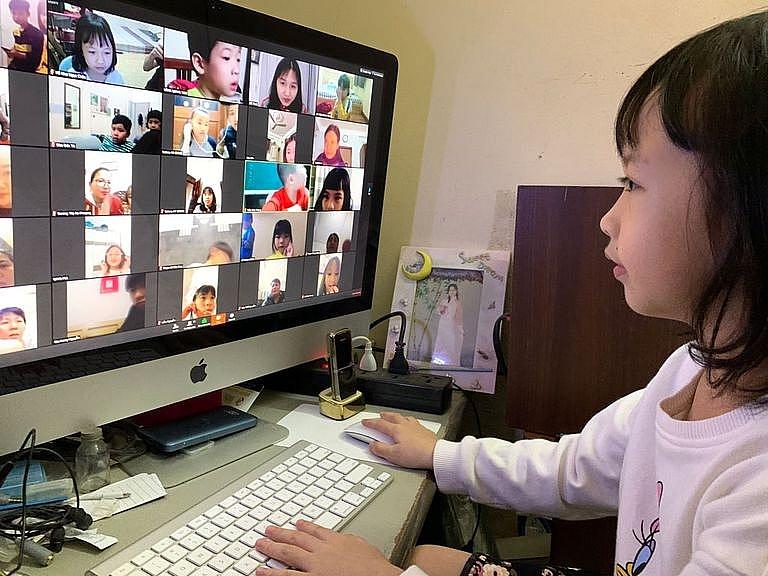 Hiện nhiều trường học tại Hà Nội đã chuyển sang học trực tuyến. Ảnh internet.