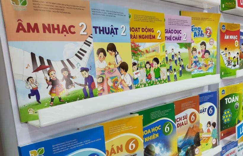 Bộ trưởng Phùng Quang Nhạ yêu cầu nhà xuất bản có giải pháp giảm giá thành sách giáo khoa