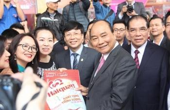Thủ tướng Nguyễn Xuân Phúc đánh trống khai mạc Hội Báo toàn quốc 2019