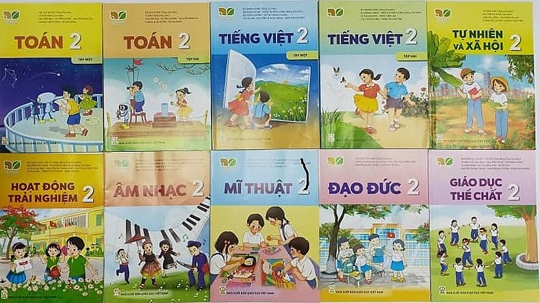 Năm học 2021-2022, NXB Giáo dục Việt Nam chỉ còn 2 bộ SGK. Ảnh Thương Nguyễn
