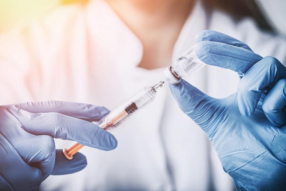 người dân cần bình tĩnh, tích cực và chủ động thực hiện các khuyến cáo của các chuyên gia y tế, các cơ quan chuyên môn về tiêm vắc xin phòng Covid-19. Ảnh internet.