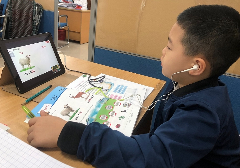 Cơ sở giáo dục phổ thông và cơ sở giáo dục thường xuyên khi thực hiện hoạt động này cần tuân thủ các quy định hiện hành về an toàn thông tin. Ảnh Hồng Nụ