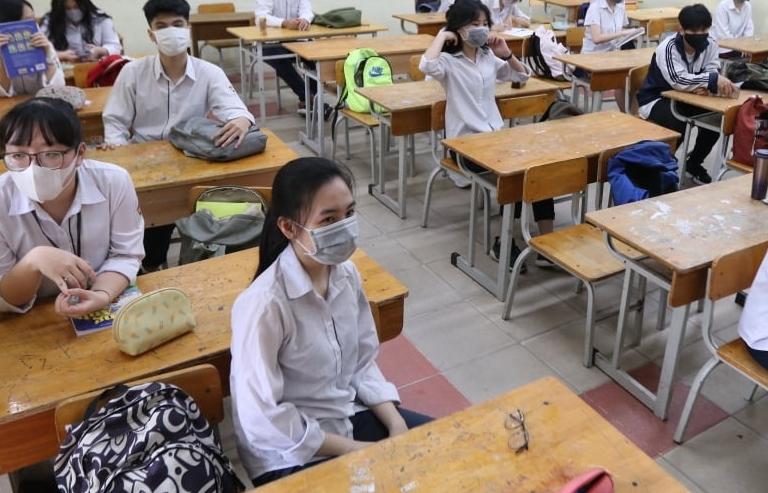 Một số tỉnh chỉ cho học sinh lớp 12 học, ôn tập tại trường