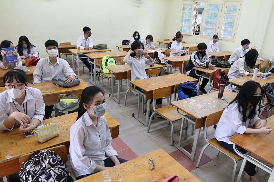 Học sinh lớp 12 học tại trường phải đảm bảo quy định phòng chống dịch của ngành Y tế. Ảnh internet.