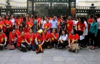 Hà Nội: Hàng trăm giáo viên hợp đồng kêu cứu