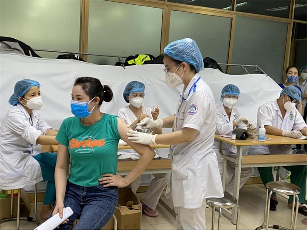 Tính đến 16 giờ ngày 14/6/2021, tổng cộng đã thực hiện tiêm vắc xin phòng COVID-19 đợt 1, 2 và 3 tại các tỉnh/TP với 1.552.651 liều. Trong đó, số người đã được tiêm đủ 2 mũi vắc xin phòng COVID-19 là 59.608 ngu