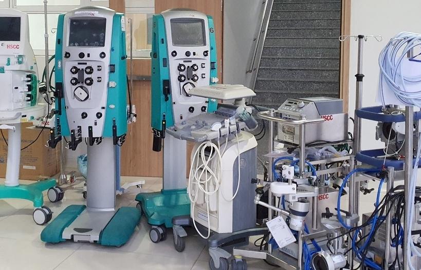 Hơn 2.000 trang thiết bị y tế được chuyển đến kho dã chiến ở TPHCM