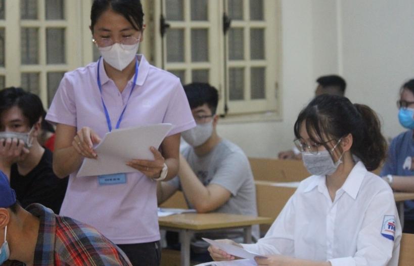 Điểm chuẩn đại học tăng vọt: Lỗi do khâu ra đề thi?