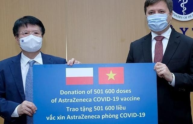 Đại sứ Ba Lan bàn giao cho Bộ Y tế hơn 500.000 liều vắc xin AstraZeneca