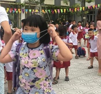 Nhiều học sinh trường Tiểu học Hạ Đình nghỉ học vì lo ô nhiễm thủy ngân