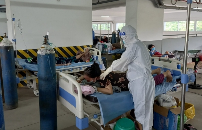 TPHCM cần tăng cường hỗ trợ cho lực lượng nhân viên y tế tham gia chống dịch