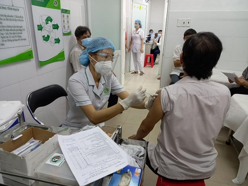 Bộ Y tế nghiêm cấm mọi hành vi thu phí, trục lợi từ tiêm vắc xin Covid-19