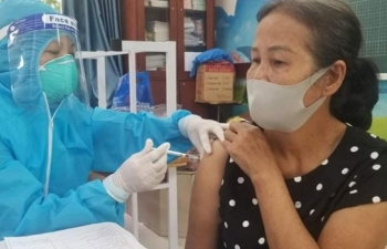 Hà Nội: Ưu tiên tiêm vắc xin phòng Covid-19 cho người trên 50 tuổi