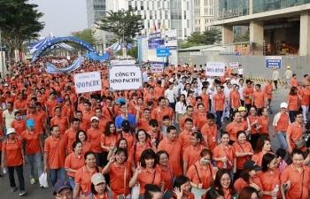 Hơn 15.000 đi bộ vì người nghèo