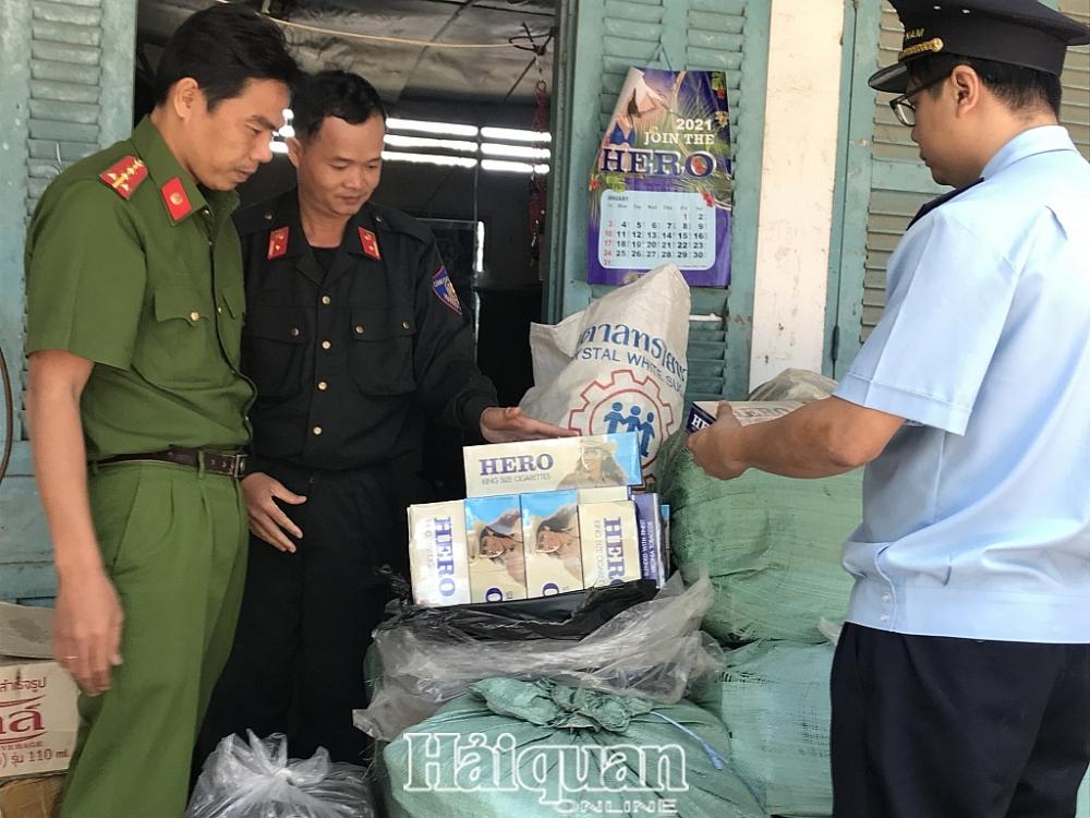 Thuốc lá lậu do Tổ chống buôn lậu liên ngành Tịnh Biên bắt giữ. Ảnh: T.H