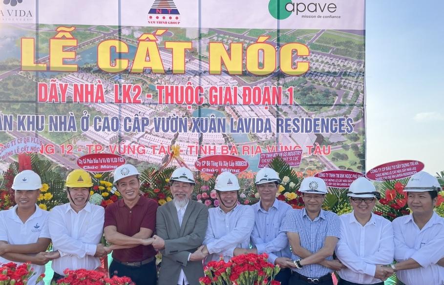 Cất nóc nhà phố vườn thuộc giai đoạn 1 dự án LA VIDA RESIDENCES