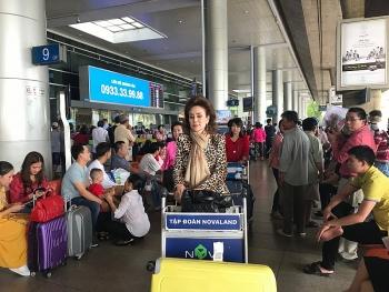 Hải quan sân bay Tân Sơn Nhất làm thủ tục cho gần nửa triệu khách XNC