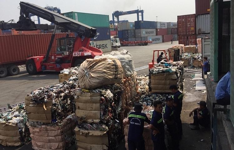 tim chu nhan hon 100 container phe lieu khong co nguoi nhan