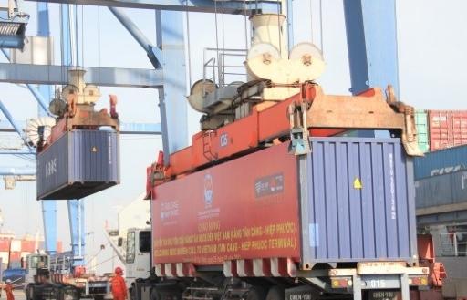 Tàu container đầu tiên của hãng tàu NBOS cập cảng Hiệp Phước