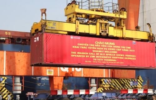 Trên 1.500 TEU hàng xuất khẩu lên tàu ZIM  lần đầu cập cảng