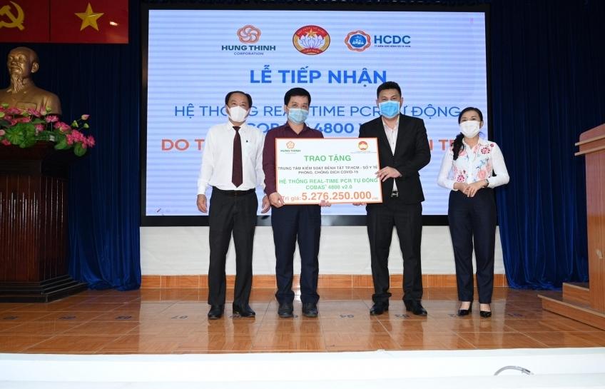 Tập đoàn Hưng Thịnh tặng hệ thống máy xét nghiệm Covid-19 tự động gần 5,3 tỷ đồng cho HCDC
