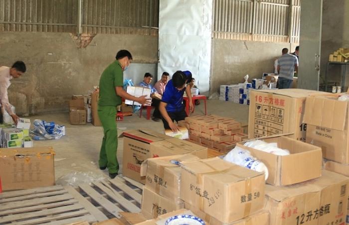 Phát hiện kho hàng lậu bên Quốc lộ 91 tỉnh An Giang