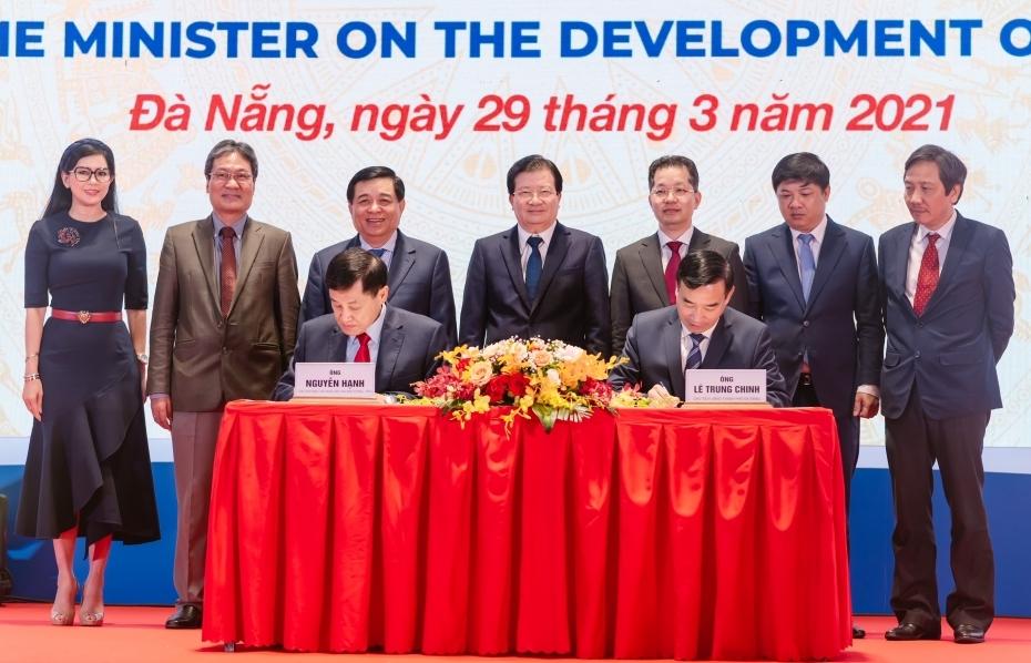 Ông Johnathan Hạnh Nguyễn ký kết tài trợ đề án Trung tâm tài chính quy mô quốc tế với Đà Nẵng