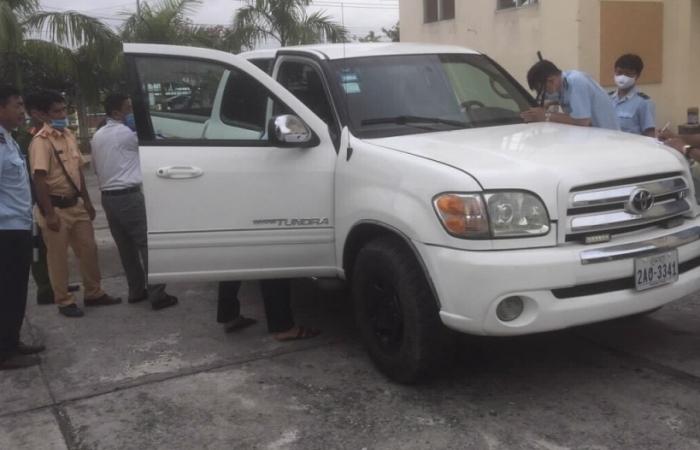 Tạm giữ ô tô nghi nhập lậu từ Campuchia