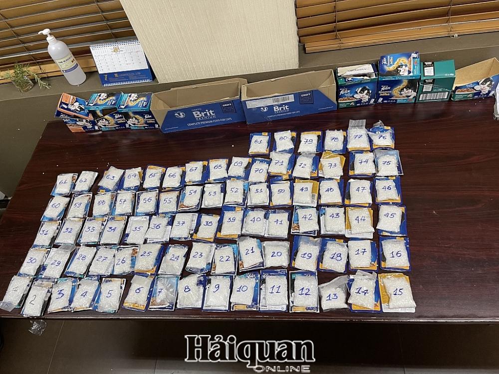 Hải quan sân bay Tân Sơn Nhất phát hiện 4 kg ma túy giấu trong túi thức ăn cho mèo xuất đi Đài Loan