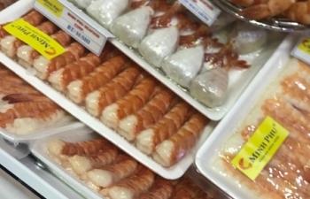 Mượn đường Việt Nam nhập khẩu tôm