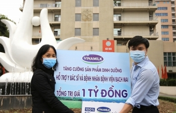 Vinamilk hỗ trợ 1 tỷ đồng tăng cường dinh dưỡng cho y bác sỹ, bệnh nhân BV Bạch Mai