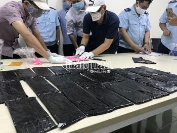 Hải quan TPHCM bắt giữ hơn 18 kg thuốc lắc giấu trong bưu phẩm